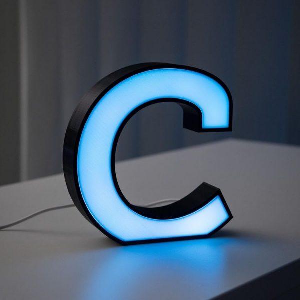 Der Buchstabe c beleuchtet